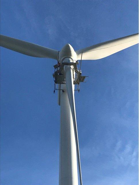 wind-turbine-mechanic